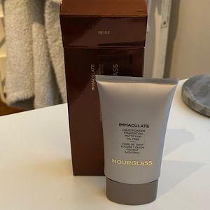 Hourglass Liquid Powder Foundation (Beige)